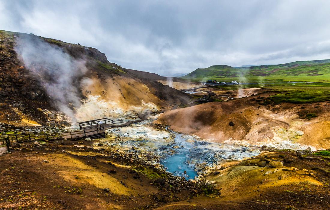 La zone géothermique d'Austurengjar, Seltùn et ses passerelles de bois.