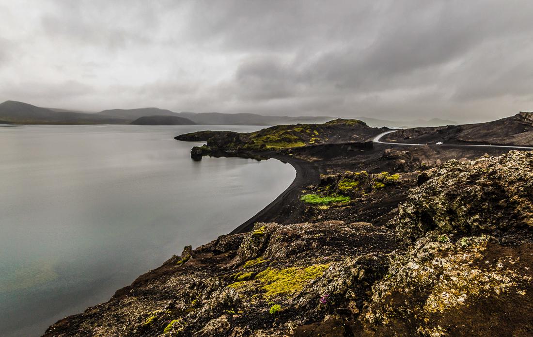 Le lac Kleifarvatn, entouré de plages de sable volcanique.