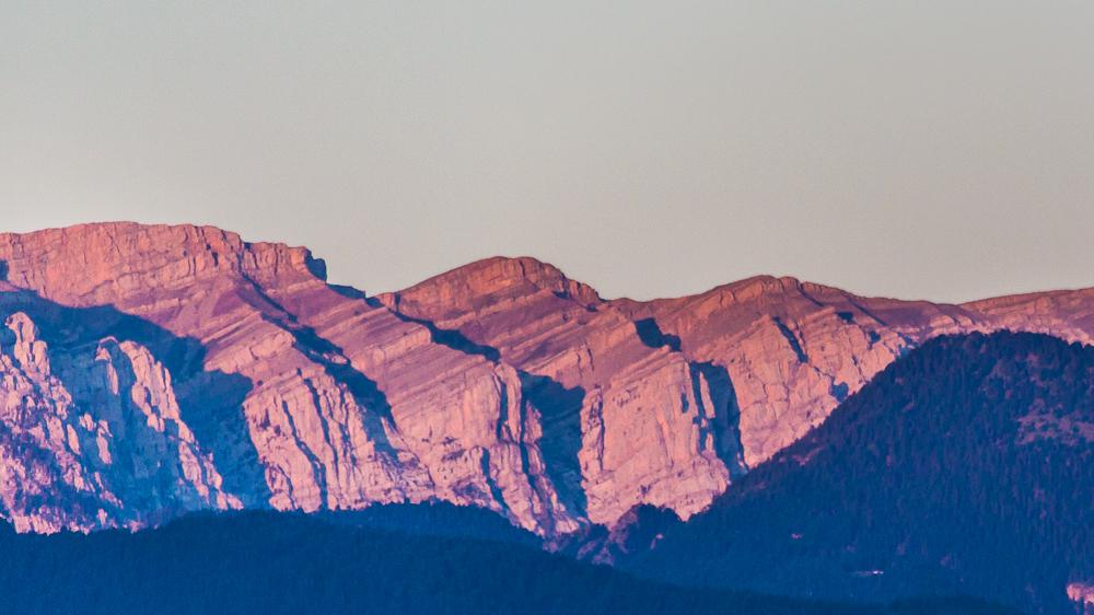 Lumière matinale sur les montagnes