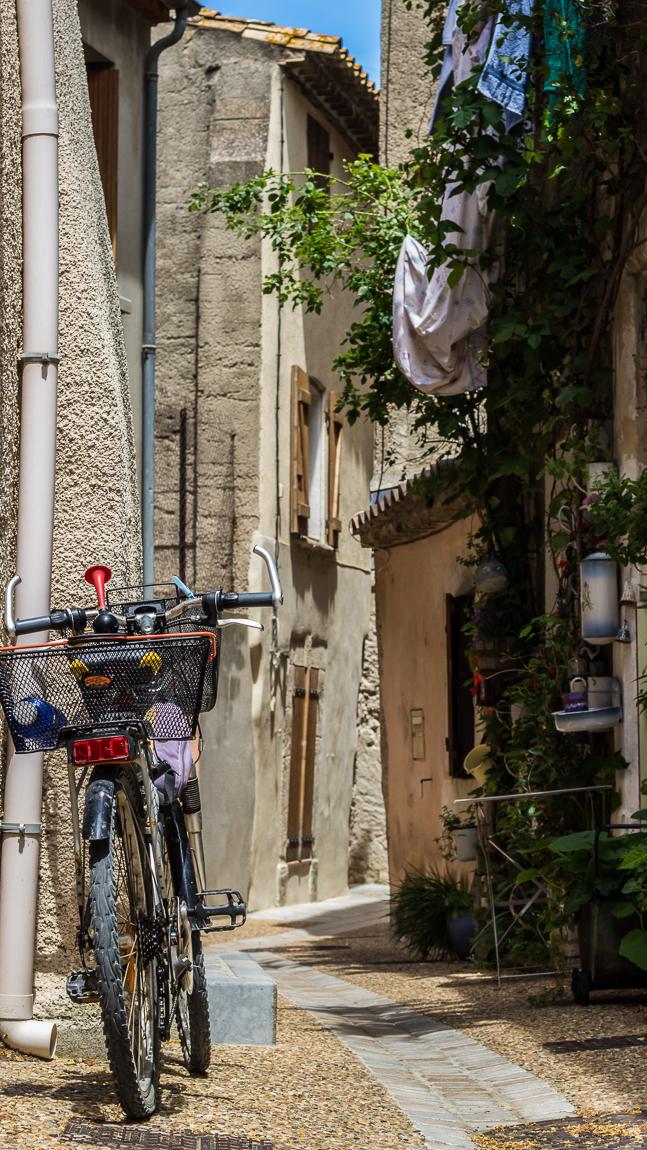 Rue typique de Peyriac de mer