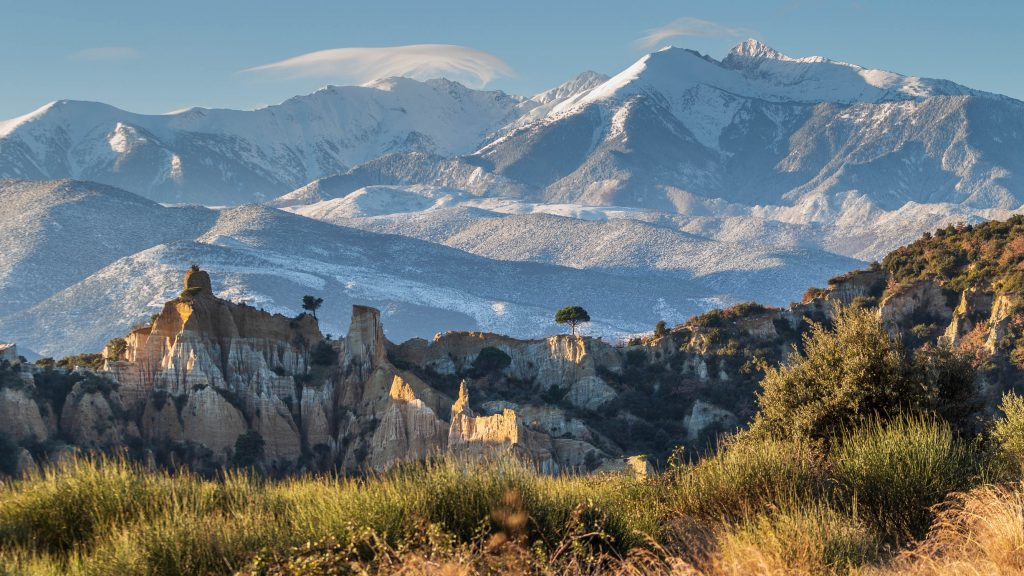 Panorama sur les Orgues d'Ille sur Têt et le massif du Canigou