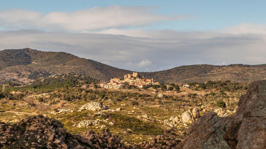 Montalba le château depuis le Puig Pedrous