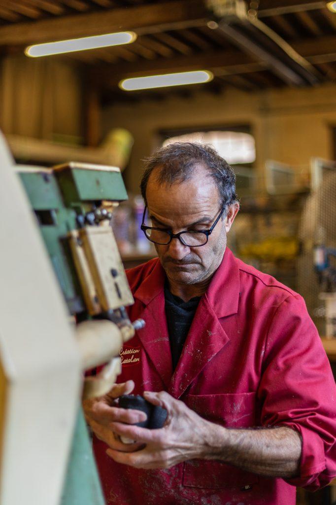 Georges fabricant d'espadrilles catalanes à Saint Laurent de Cerdans