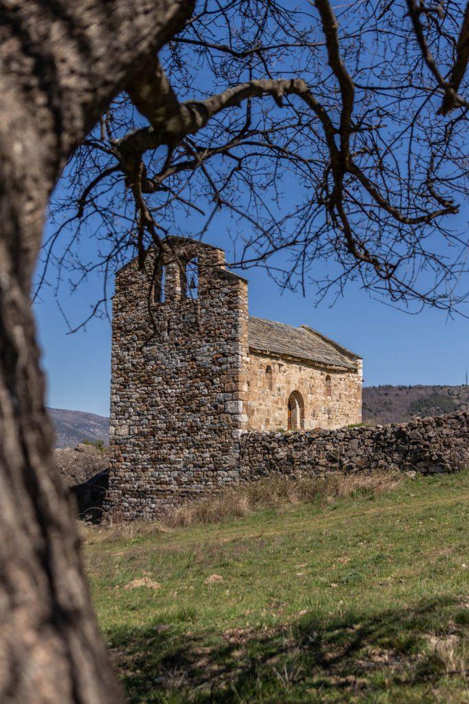 Chapelle d'un village abandonné dans les Pyrénes Orientales