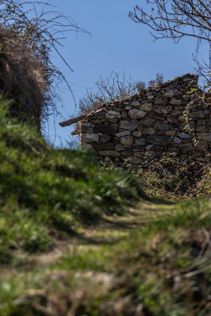 Sentier de balade à Nyer dans les Pyrénes Orientales