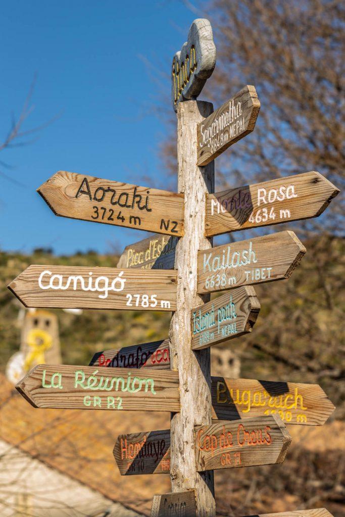 Panneaux directionnels à Rodès
