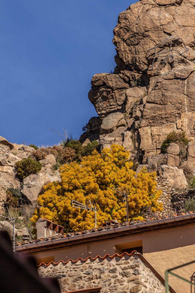 Le joli village de Rodès dans les Pyrénées Orientales