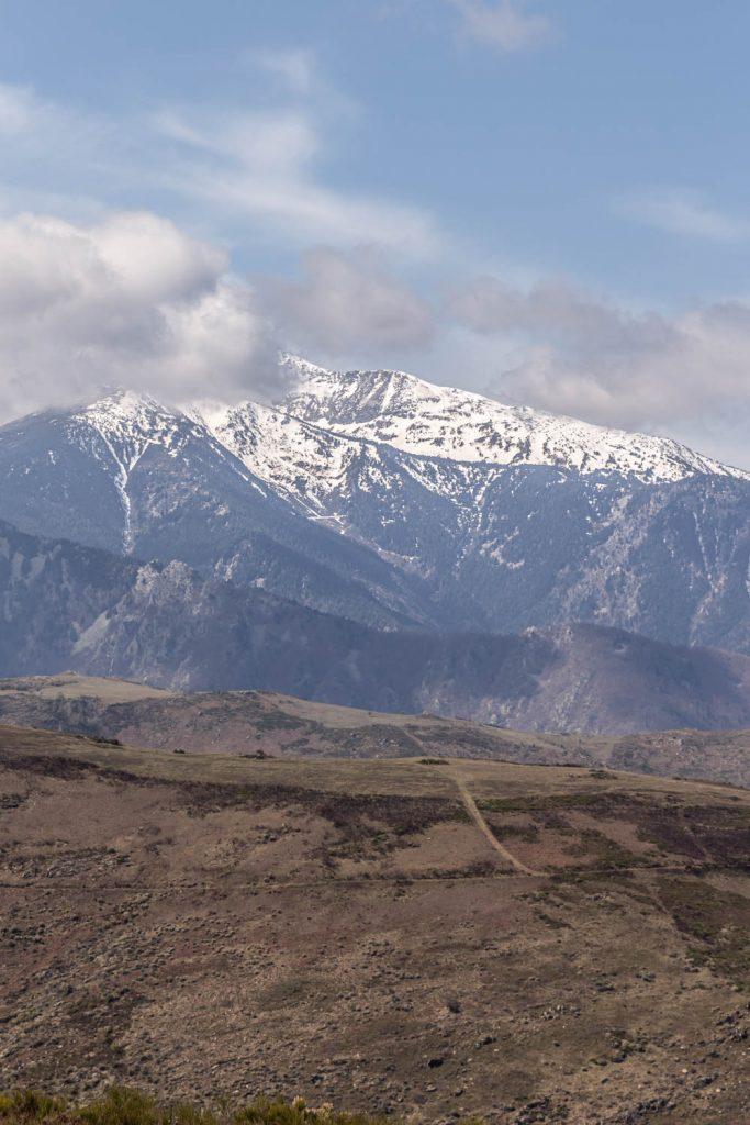 Vue sur le Massif du Canigou depuis le Col des Arques